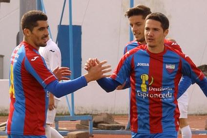 El Extremadura continúa líder tras vencer al Deportivo Pacense