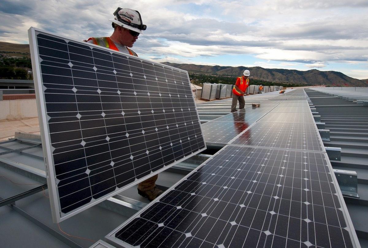 Endesa y Ayuntamiento promueven un curso de operación de plantas renovables