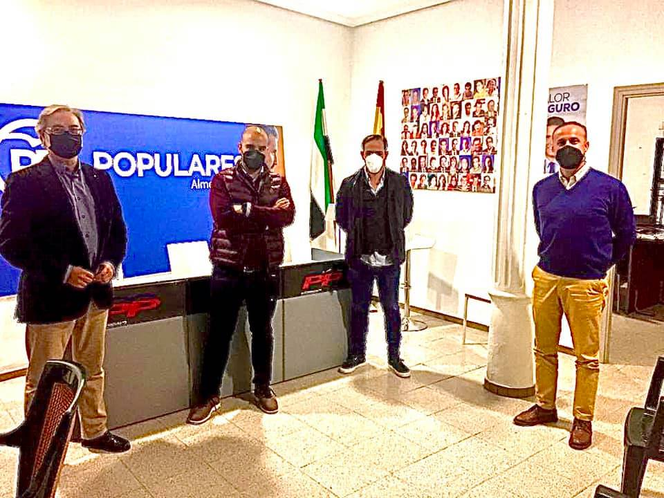 El PP se reúne con la plataforma de padres que rechaza el traslado del Ortega