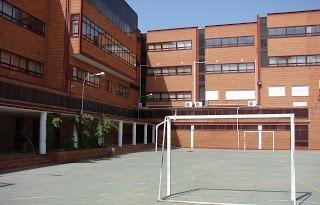 Una treintena de alumnos del colegio Ortega y Gasset solicita otro centro
