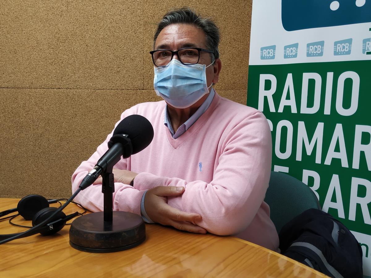 El alcalde se interesa por la vacunación del grupo entre 65 y 70 años
