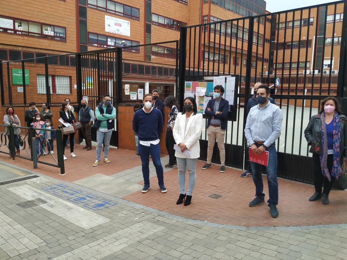 """La Plataforma Ortega inicia una recogida de firmas """"contra el cierre del colegio"""""""