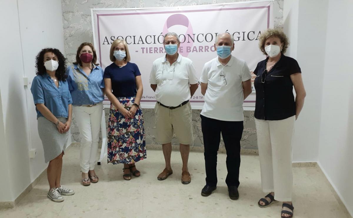 Vox se reúne con la asociación oncológica Tierra de Barros