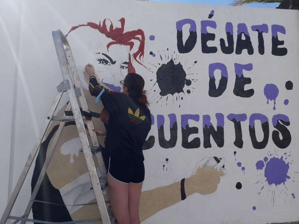 La joven Silvia del Puerto gana un concurso de arte urbano en Cásar de Cáceres