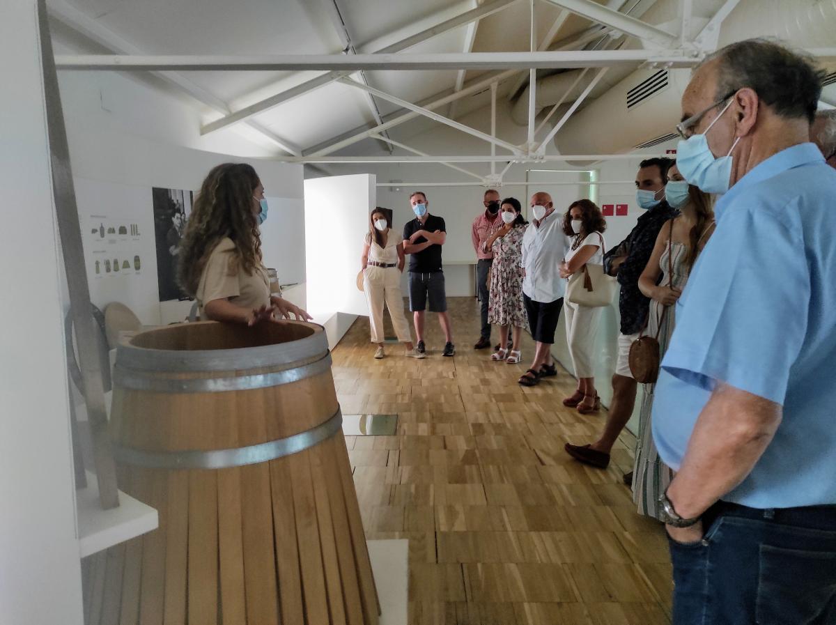 La Asociación para el Desarrollo de la Cultura del Vino visita Almendralejo