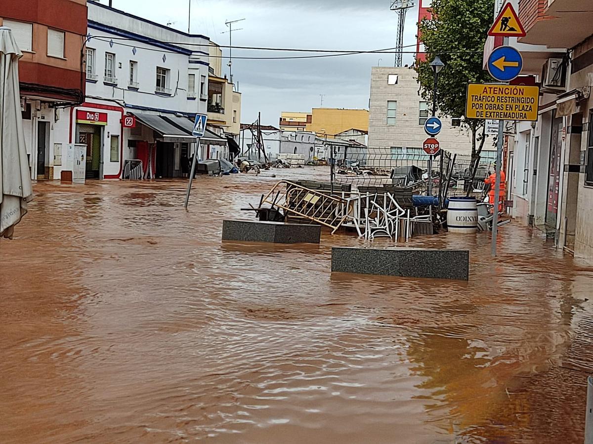 Las lluvias dejan zonas anegadas, calles cortadas y daños materiales